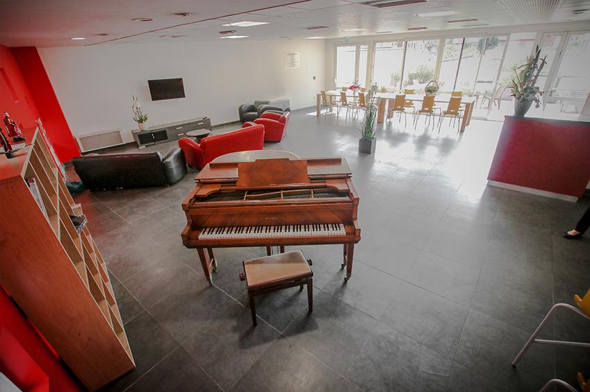 Piano et rangements de l'espace commun de la résidence étudiante lasalle de Beauvais